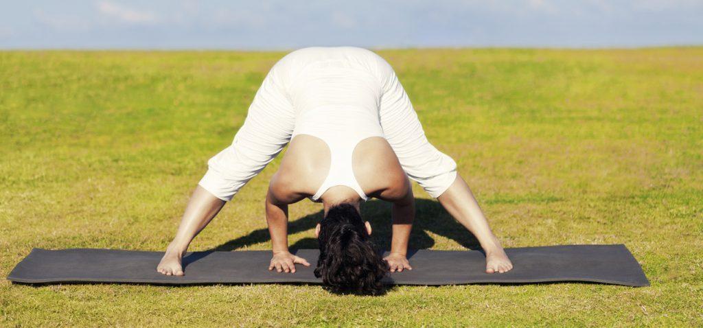 Cómo hacer el Prasarita Padottanasana y cuáles son sus beneficios