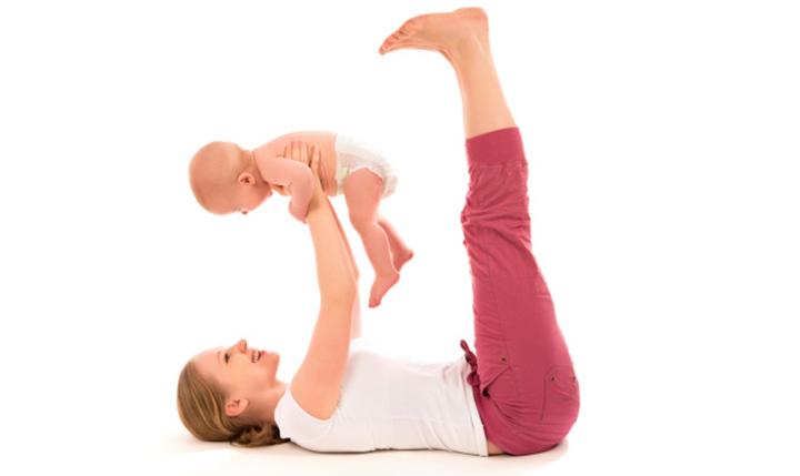 Yoga del embarazo del poste después de la sección C