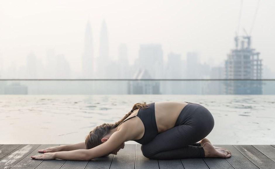 5 Mejor Yoga plantea para el adicto al trabajo