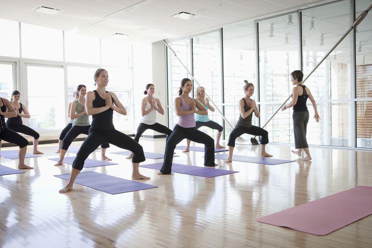 Power Yoga Geschichte und Nutzen für die Gesundheit