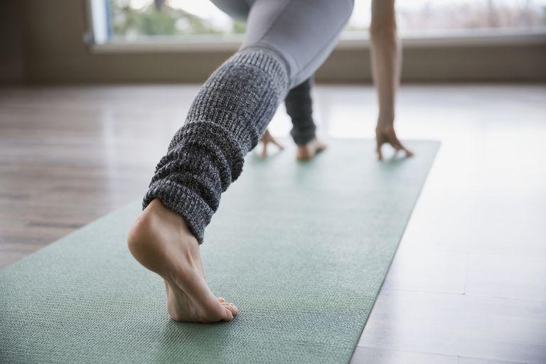 اليوغا الوقفات لتحسين الساق القوة والعضلات