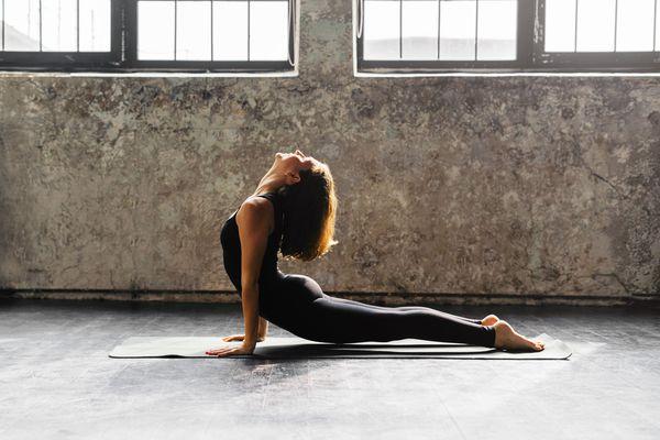 Yoga Transitions: Hoe elke houding bereidt je voor op de Next One