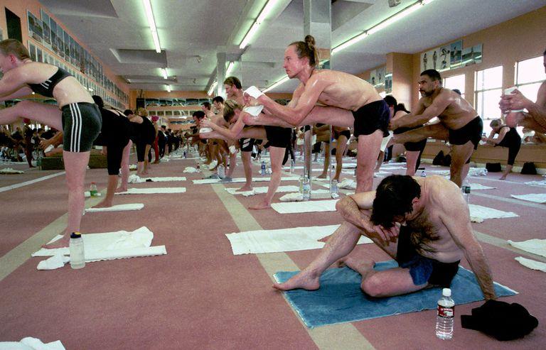 Je Bikram joga varen?  Raziskave o varnosti Bikram joga